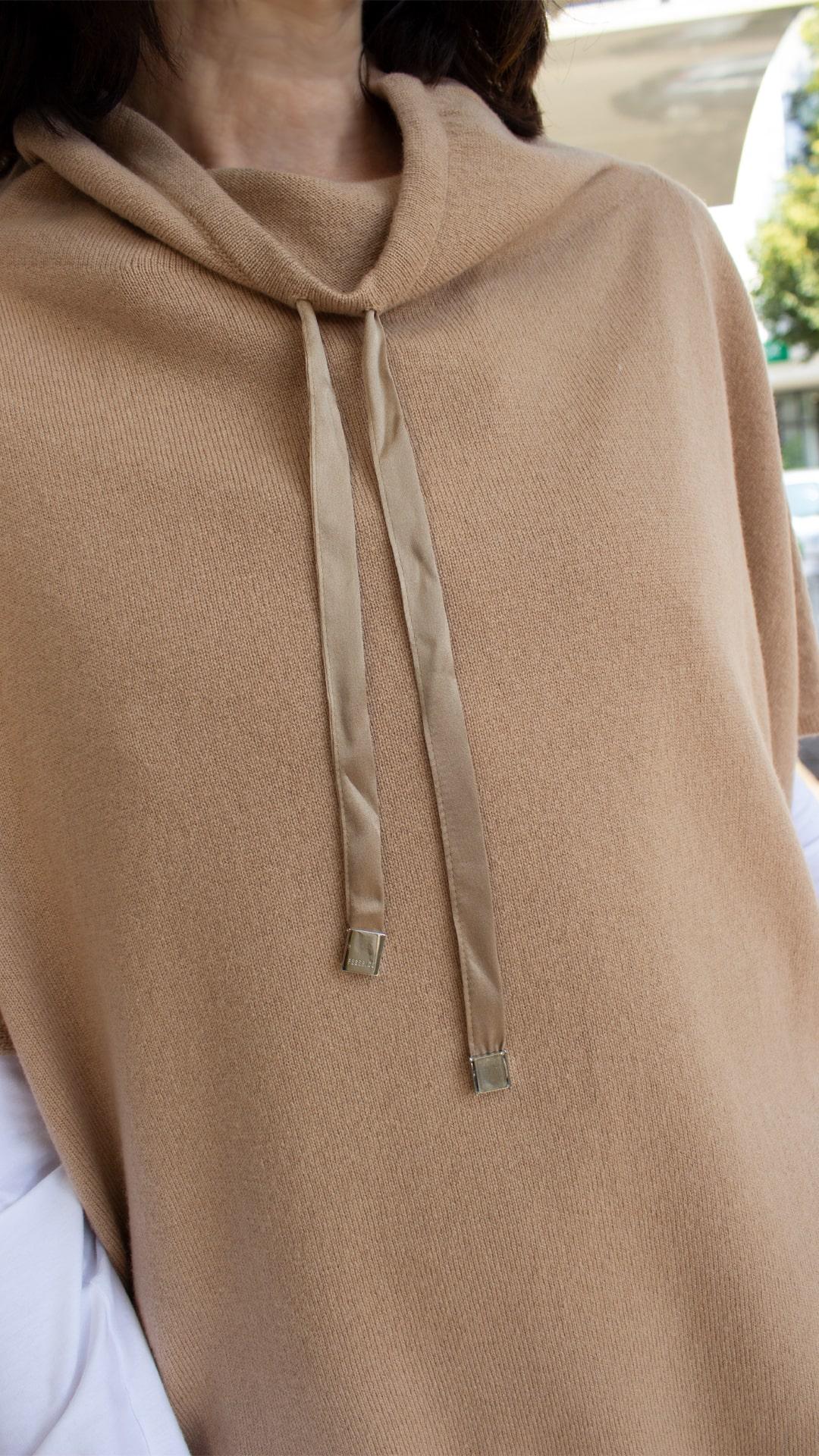 Peserico Pullover ohne Arm camel mit Schlitz